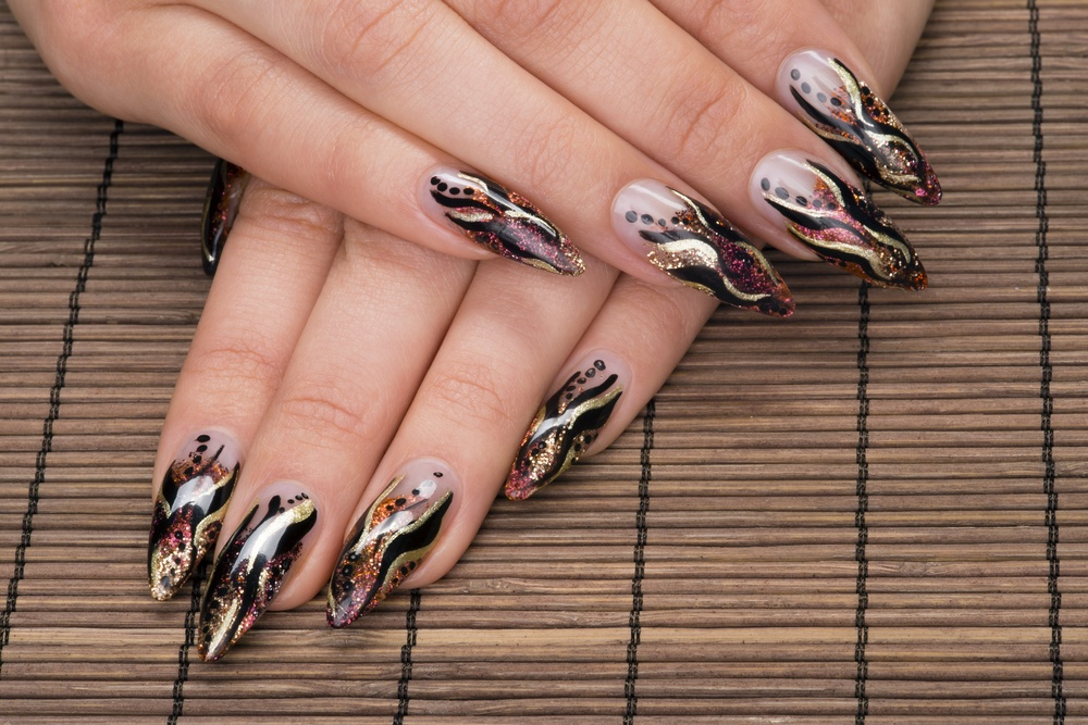 unhas stiletto decoradas 2020